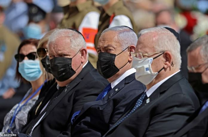 Israeli Prime Minister Benjamin Netanyahu and President Reuven Rivlin pay tribute during a wreath-laying ceremony marking Holocaust Remembrance Day at Warsaw Ghetto Square at Yad Vashem memorial in Jerusalem, April 8, 2021