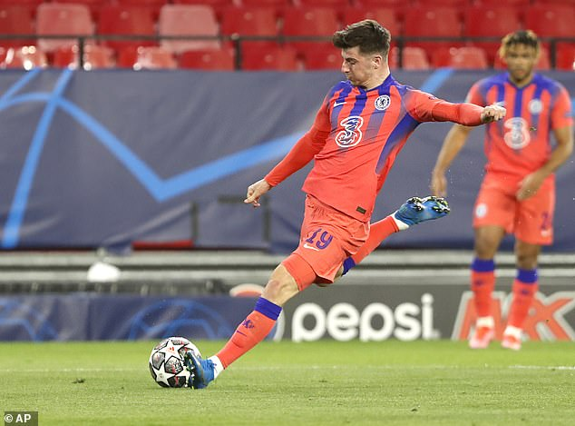 Mason Mount prepares to fire Chelsea ahead against Porto in the Champions League