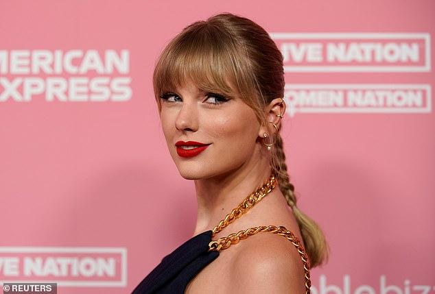 Cueste lo que cueste: si bien Swift dijo que volver a hacer todo su arduo trabajo era una `` aventura divertida '' durante su entrevista, dejó perfectamente en claro que hay rencor entre ella y Scooter Braun, que compró y vendió su música sin su consentimiento.
