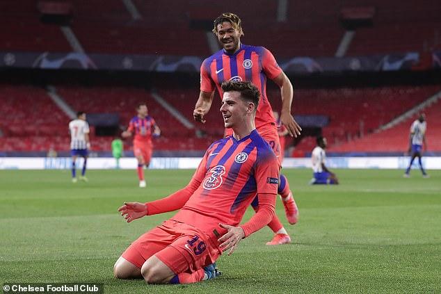 Una victoria por 2-0 sobre el Oporto en la Liga de Campeones ayudó a aligerar el ánimo en el oeste de Londres.