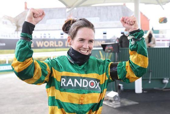 Rachael Blackmore membuat sejarah olahraga pada hari Sabtu ketika dia menjadi wanita pertama yang memenangkan Grand National