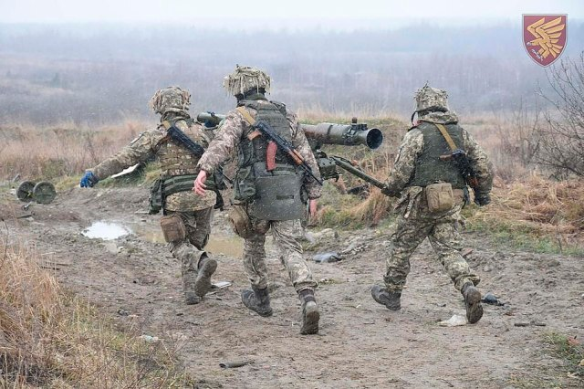 Ukrainian troops practice with anti-tank missiles and grenade launchers as the government warns of the risk of Russian invasion