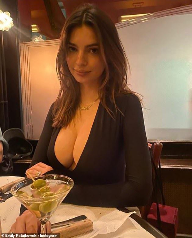 Nigh Out: Ratajkowski celebrated 'mommy's night' with busty selfie dinner earlier this month