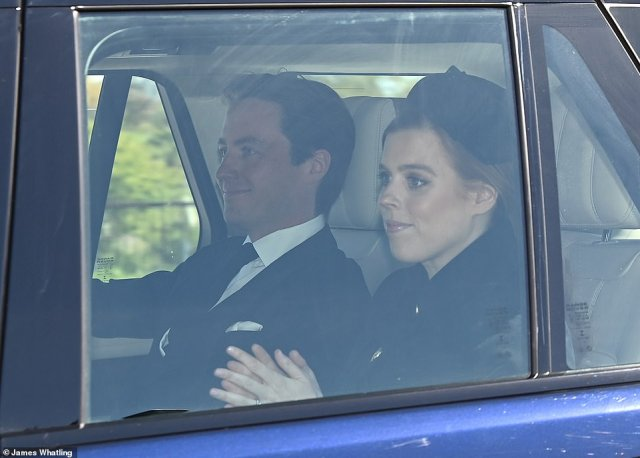 Princess Beatrice and Edoardo Mapelli Mozzi were smiling as they saw the crowds at Windsor as they arrived for the sad event