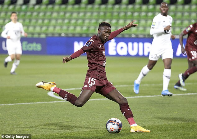 Manchester United reportedly want to sign Metz's Senegal international midfielder Pape Sarr