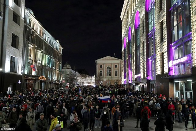 People attend a rally in support of jailed Russian opposition politician Alexei Navalny in Moscow.Dozens of police vans were deployed to the centre of Moscow. The square where activists had hoped to gather was cordoned off with metal barriers