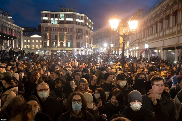 Thousands are seen in central Moscow last night to show solidarity with jailed opposition leader Navalny, despite the risk of arrest
