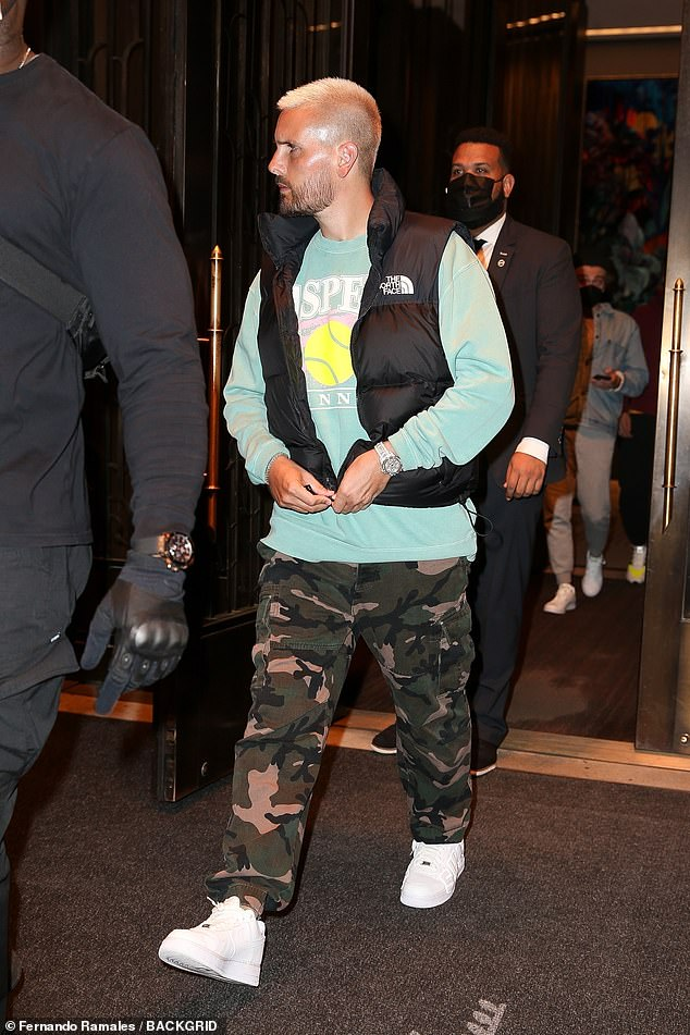 Scott Disick, 37, dresses casually on solo outing without ...