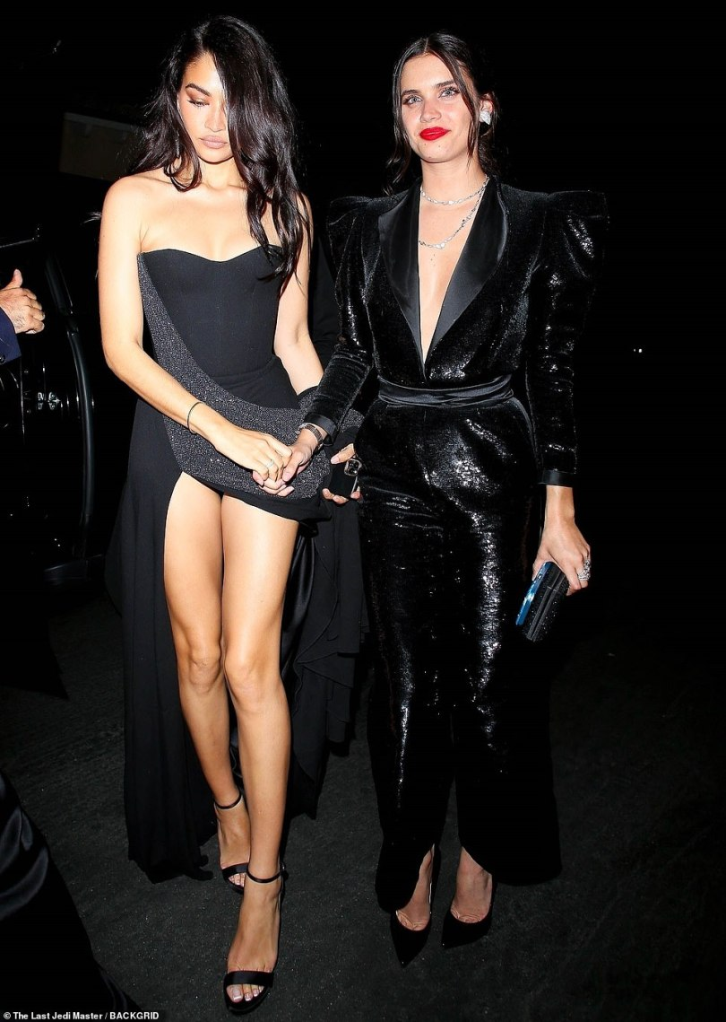 Better together: Supermodels Sara and Shanina were seen holding hands outside the post-Oscars party