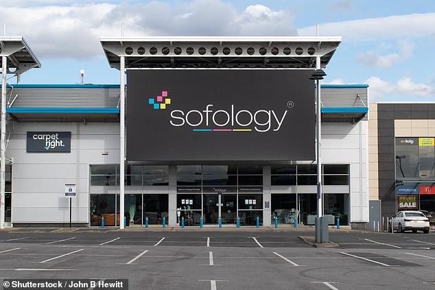 Sofology inicialmente dijo que cobraría a un cliente £ 171 para reemplazar el cuero dañado en una silla
