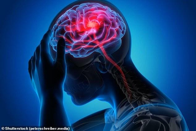 Los expertos dijeron que el transporte de demasiada o muy poca glucosa al cerebro en el torrente sanguíneo podría dañar los vasos sanguíneos y los nervios, lo que posteriormente podría aumentar el riesgo de desarrollar demencia (imagen de archivo)