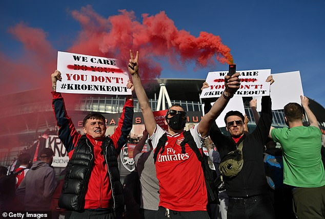Arsenal fans protested against Kroenke's running of the club after the Super League saga