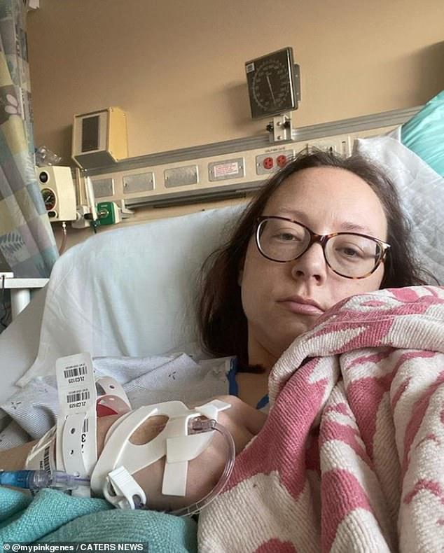 Después de agotadoras rondas de quimioterapia, Kate, a quien también le extirparon parte del estómago en 2019 en un intento por evitar que el cáncer regresara, ahora está en remisión.