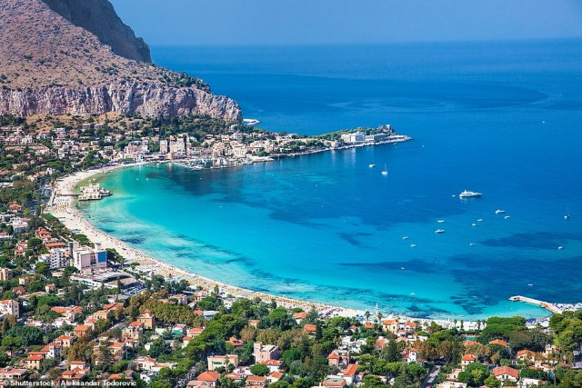 ITALY: UK pushing for Brits with Covid passports to be able to holiday freely by the end of June