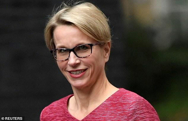 Presión: la jefa de Glaxosmithkline, Emma Walmsley, se vio obligada a ponerse a la defensiva después de que el temido fondo de Wall Street, Elliott Management, tomara una participación de ¿miles de millones de libras¿