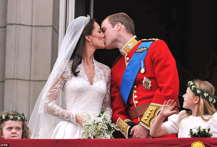 That kiss!Prince William and Kate Middleton shared a very public kissing on the balcony of Buckingham Palace following their wedding at Westminster Abbey