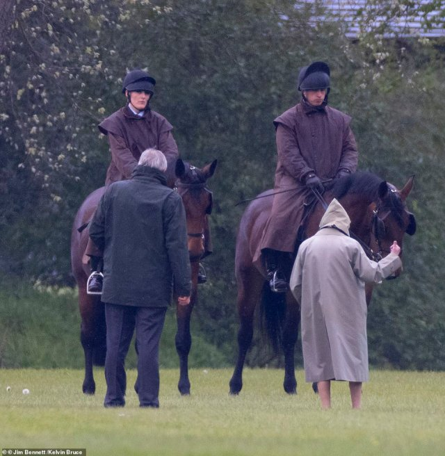 After she had finished studying the animals, the Queen could be seen gesturing to members of staff behind her