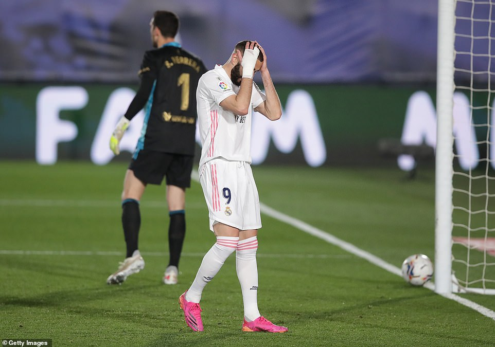 Karim Benzema looks dejected as Real Madrid went close in what was a frustrating first half for Zinedine Zidane's men