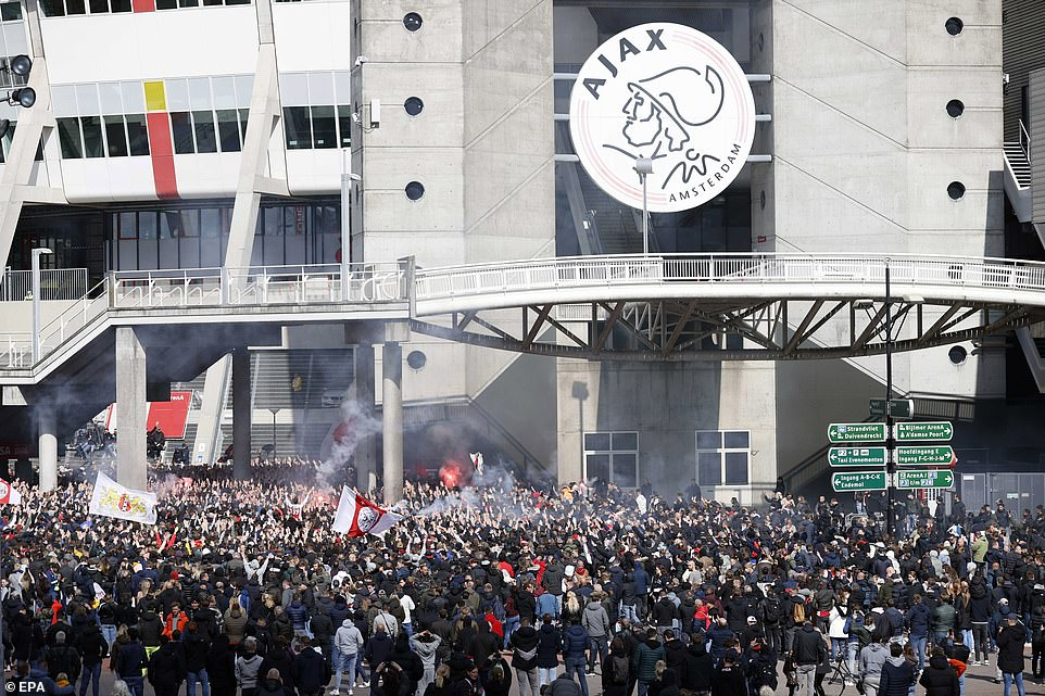 Inter Milan and Ajax fans ignore social distancing to celebrate title wins, Swahili Post