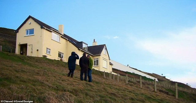 The couple, who lived in a fairly modest house on the clifftop (pictured) before they started the build, explained they wanted a house which would do the site 'justice'