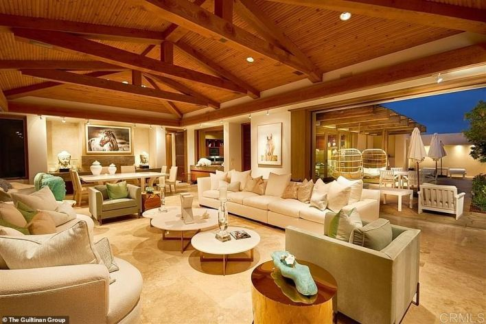 A picture showing the inside of the home the Gates bought near San Diego for $43 million