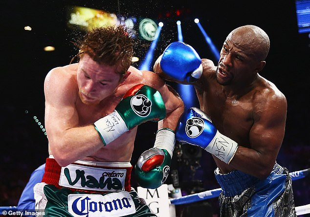 He even compared Saunders' ring skills to Floyd Mayweather, the only man to defeat Canelo