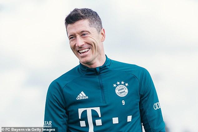 Chelsea and Manchester City are set to battle over signing super striker Robert Lewandowski