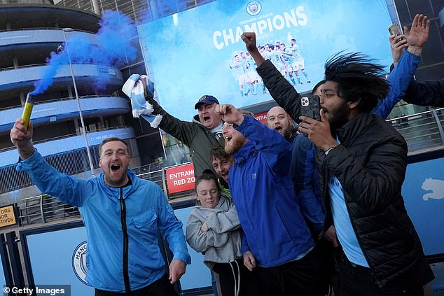 City supporters celebrate their club winning the Premier League after Man Utd's defeat