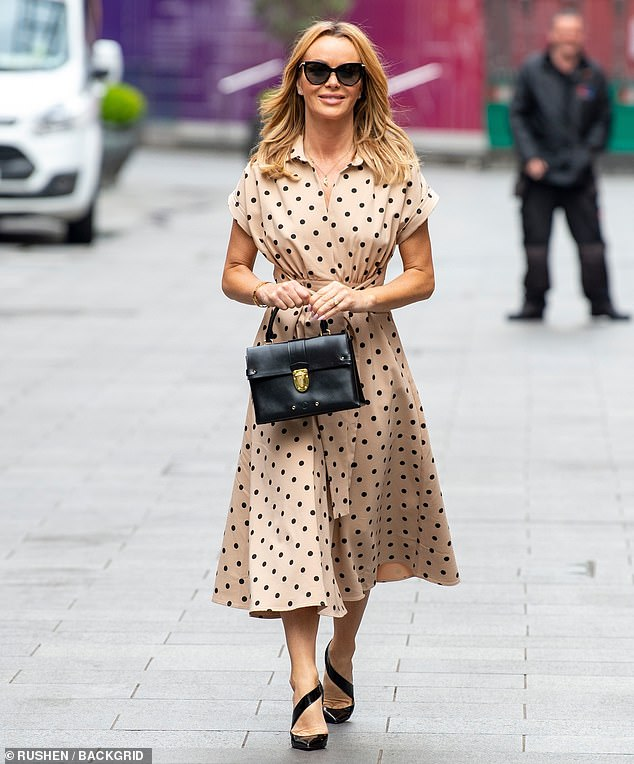 Fashionista: Amanda looked incredible in the trendy dress which cinched her in at the waist to show off her figure
