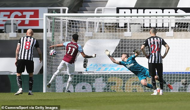 He netted from the spot in a sub-par display as David Moyes' side lost 3-2 to Newcastle
