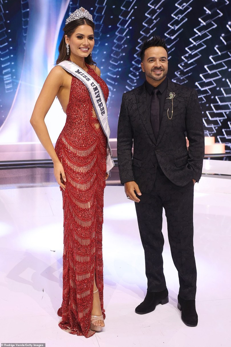 Amazon! Andrea also posed with special performer, five-time Grammy nominee Luis Fonsi