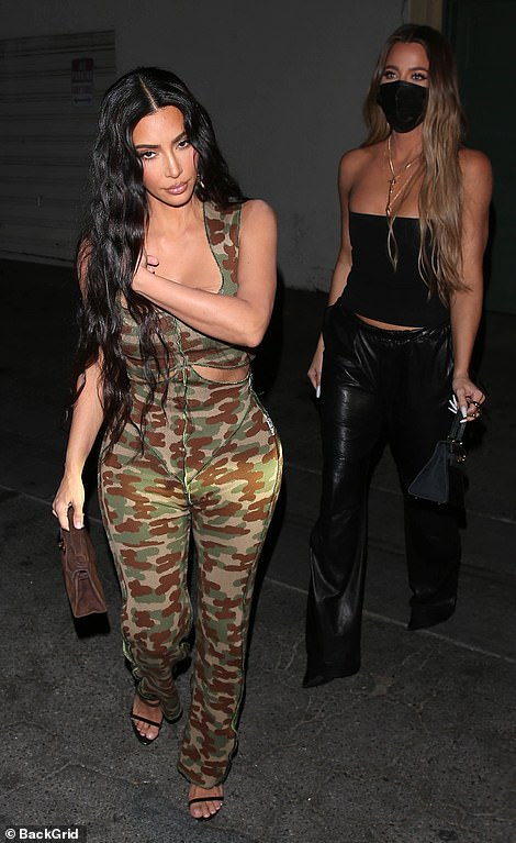 KUWTK! Kim arrived to the venue with sister Khloé