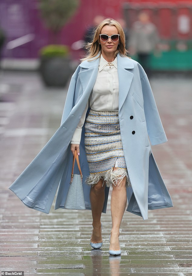 FROW-ready:With her coat draped over her shoulders, Amanda teamed her tassel skirt with a crisp white shirt