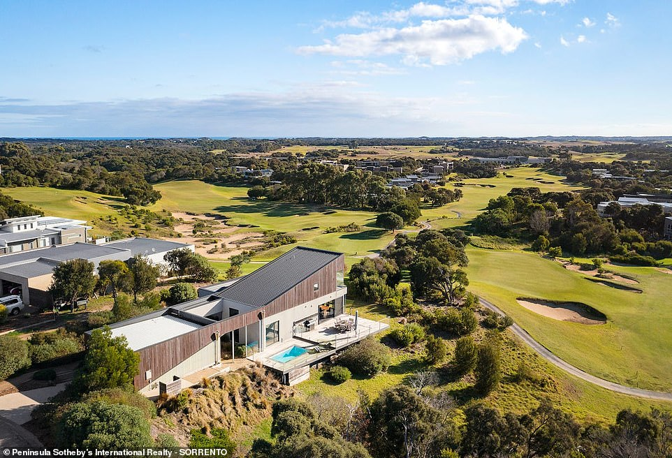 The listing price for 9 Nagles View in Final, Victoria ranges between $1.75 and $1.9 million and is the ultimate 'golfer's paradise'