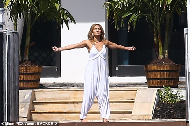Zen:On Tuesday, Jennifer was spotted at her $18 million rental home doing some meditation stretches. The fitness fanatic donned a loose fitting white jumpsuit as she did a series of stretches, looking fresh as a daisy