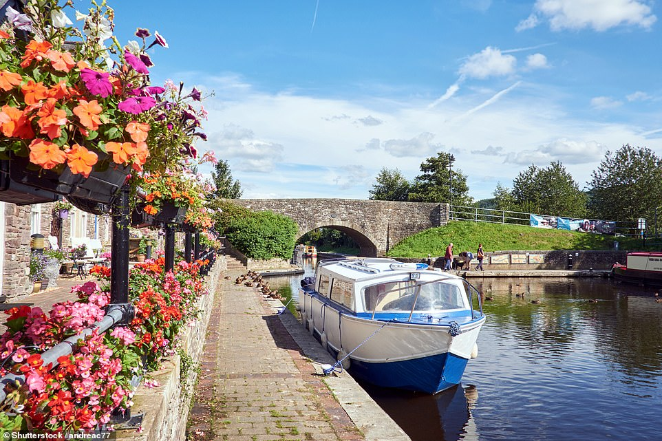 The Monmouthshire and Breconcuts 35 glorious miles through the mountains of South Wales between Pontypool and Brecon, partly in the Brecon Beacons National Park