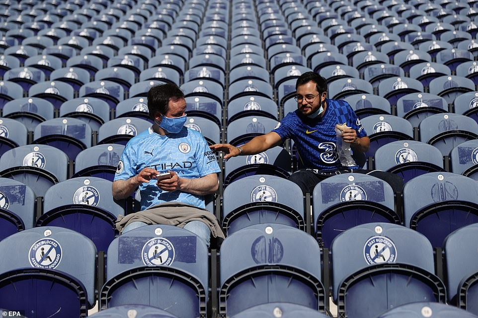 City and Chelsea fans made their way to the stadium on Saturday evening to take in the view ahead of the final