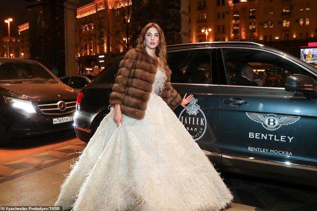 Glamorous debutanteMaria Bordovskikh, daughter of banker Ivan Bronov and TV presenter Yulia Bordovskikh, attended the November 2019 event