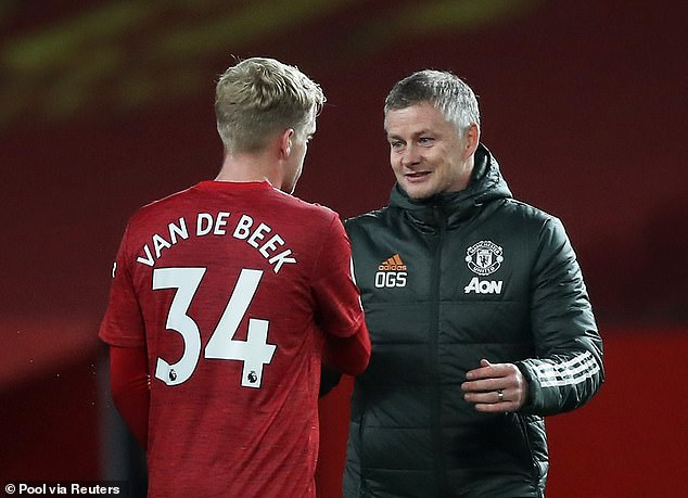 Donny van de Beek will reportedly hold talks with Ole Gunnar Solskjaer about his role