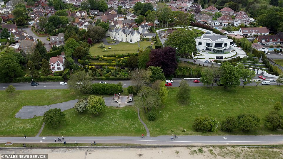The existing Llwynderw Skatepark was given planning permission to have a large expansion on the land on Swansea seafront in front of Mumbles Road