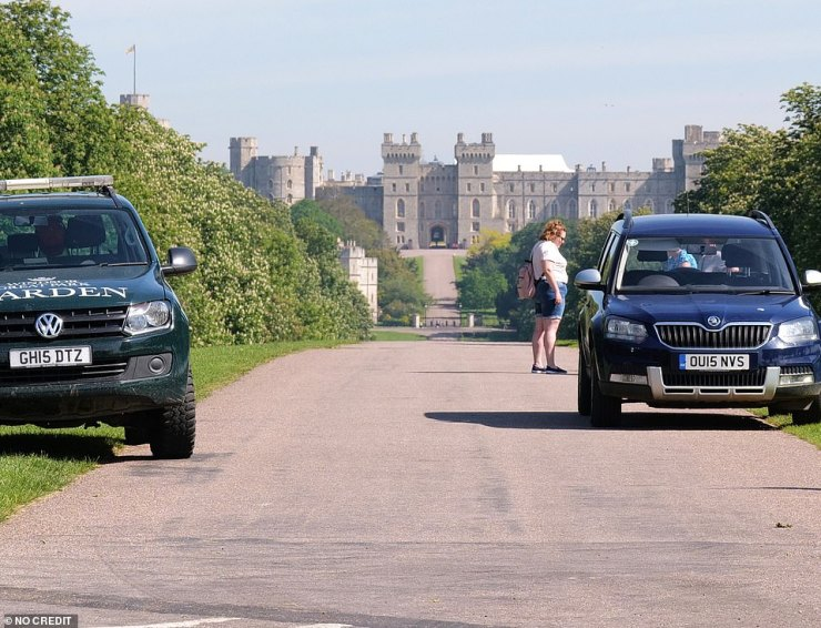 TODAY:Travellers have decamped overnight after dozens of police and royal officials convinced them to leave the 'Queen's front garden'