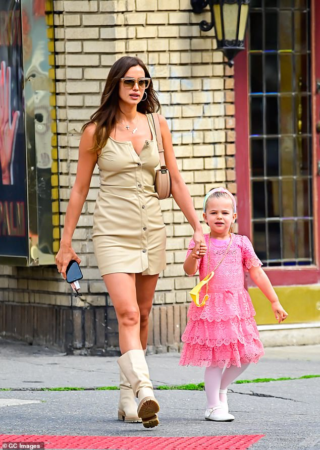 Future fashionista! Lea wore a pretty lace pink dress and headband in her hair
