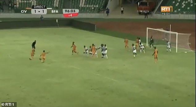 Amad Diallo scored a stunning 97th minute free-kick to give Ivory Coast a 2-1 victory over Burkina Faso