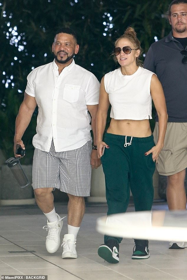Don't sweat it!The actress appeared in good spirits as she strutted out beside her manager with her hands resting inside the pockets of her green sweatpants