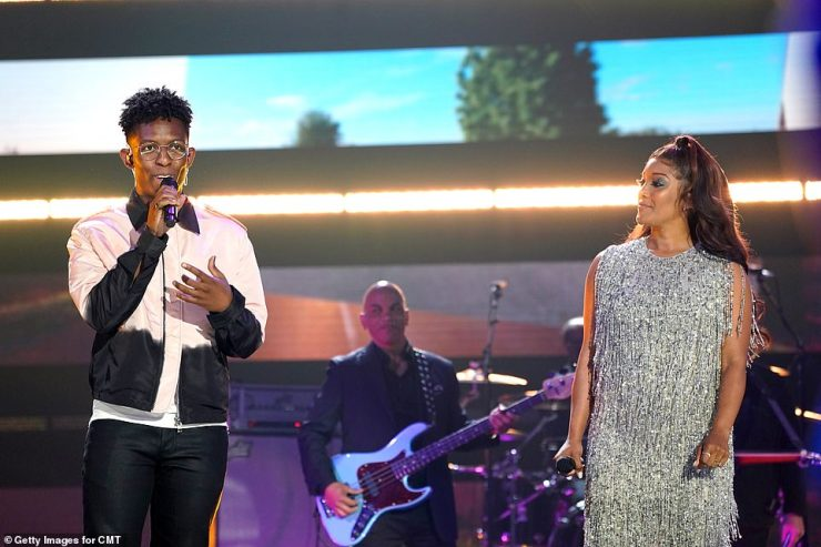 Smooth:The next big performance belonged to the Nashville-based singer–songwriter Breland and Mickey Guyton with a version of his song Cross Country