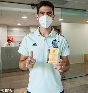 Gerard Moreno poses for the cameras after getting his Covid-19 vaccine on Friday