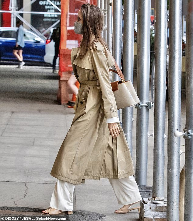 7:30PM: The actress arrived around 7:30 with an expensive bottle of Peter Michael wine in hand and wore elegant white pants under a nude trench coat