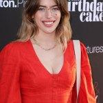 Ewan McGregor's daughter Clara proudly displays her healing dog bite wounds at film premiere in LA 💥💥