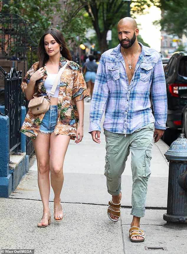 Guy style:Schafer looked equally as pleased with his company as he walked besides her in his summer best: an unbuttoned shirt, cargo khakis and sandals