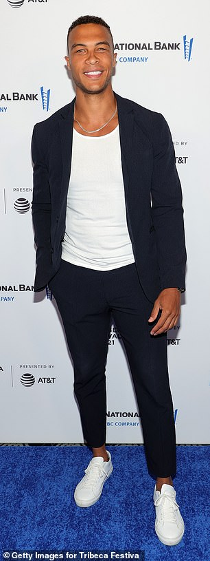 Cool and causal: Moss wore a tight black suit over a white t-shirt, as well as white tennis shoes